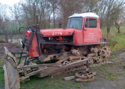 dt-75-w-trakcie-odbudowy-14